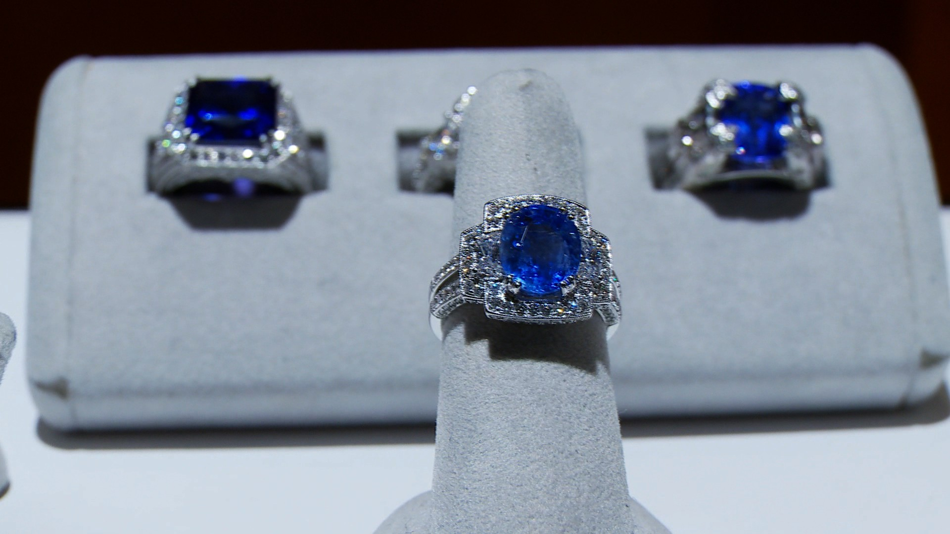 Gem of the Week : Blue Sapphire Rings